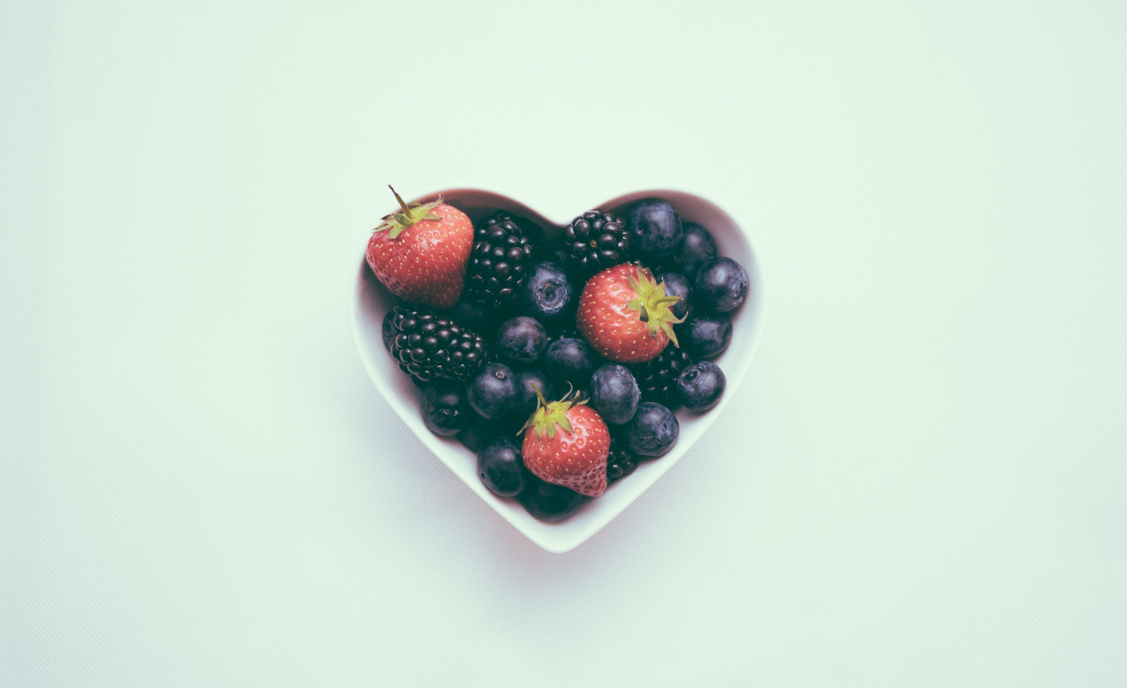 bowl of berries fruit