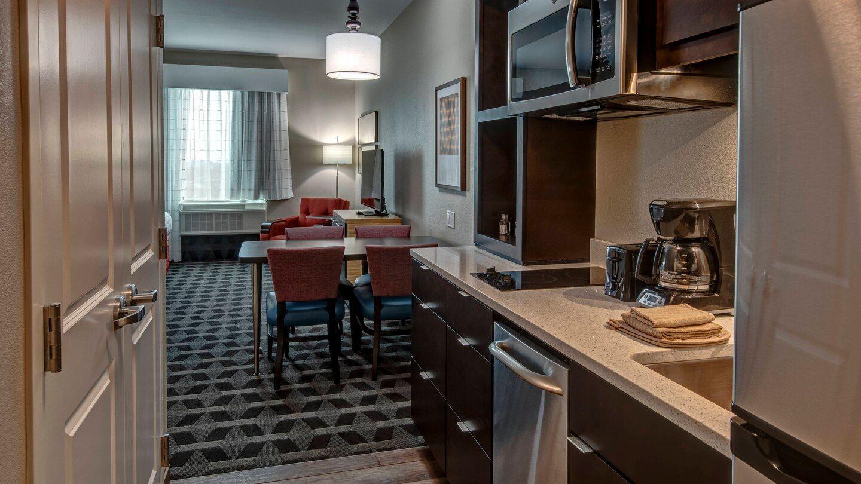 Kitchen Cabinetry & Quartz Countertops