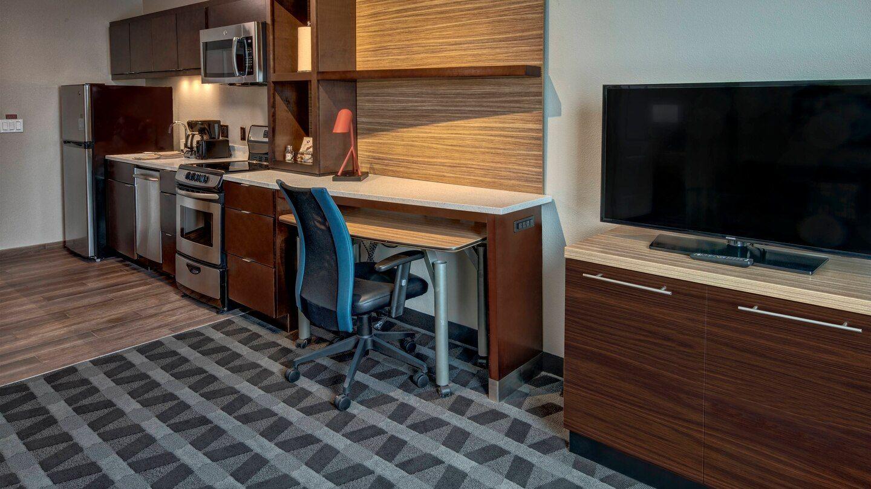 Kitchen Cabinetry & Desk