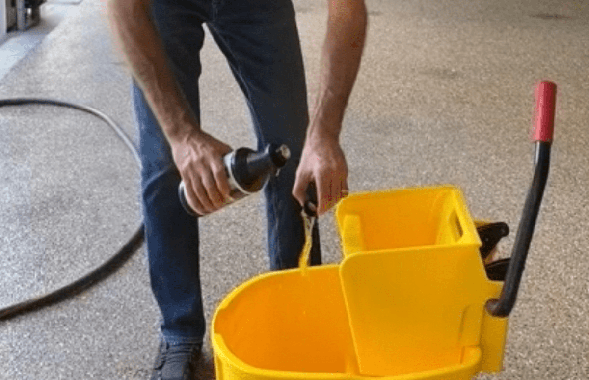 Fill your bucket with water and cleaning solution