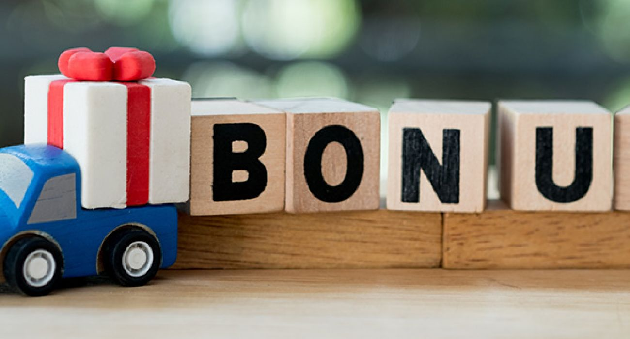 Should More Companies Offer a Holiday Bonus?