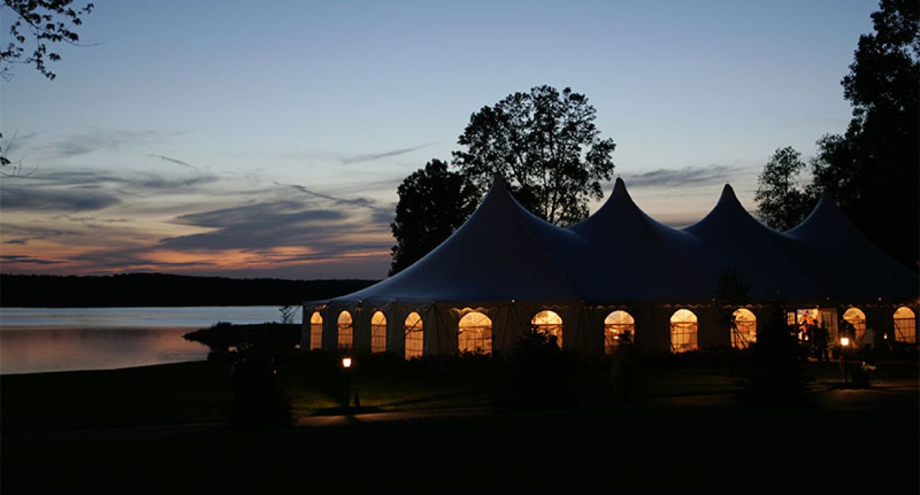Top 5 Tenting Tips For Planning An Outdoor Holiday Party