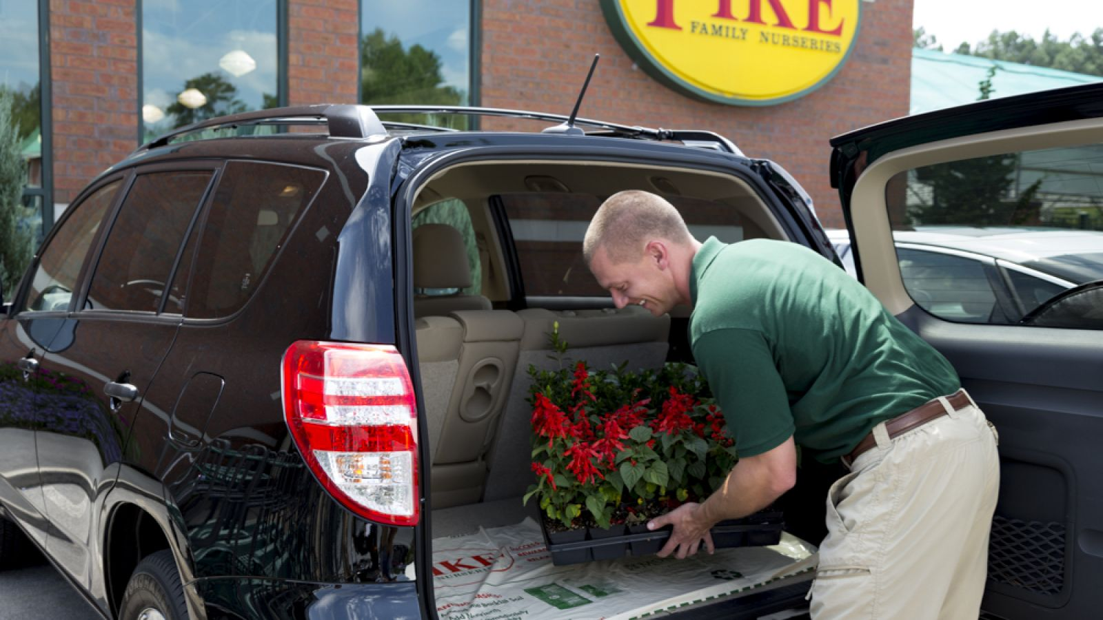 Pike employee loading plants into a vehicle