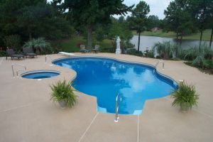 Freeform Vinyl Pool with Diving Board & Spa