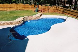 Vinyl Pool with Water Feature
