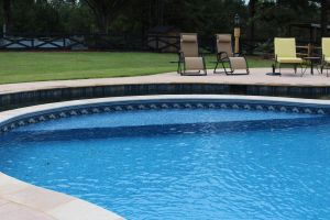 Freeform Vinyl Liner Pool with Bench