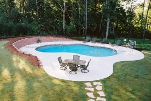 Vinyl Pool With Decorative Wall