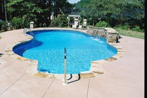 Freeform Vinyl Pool with Water Feature