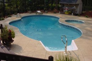 Freeform Vinyl Pool with Spa