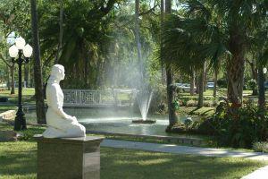 3 Beautiful Cemeteries in Florida