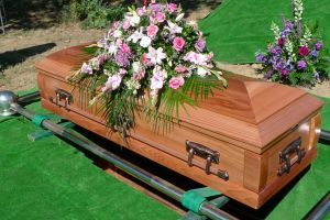 What is the Difference Between a Coffin and a Casket?