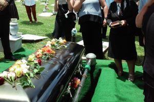 Cremation vs. Burial: Advantages, Benefits of Each Option