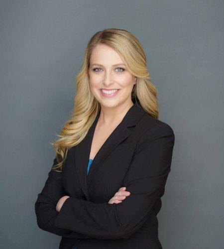 Amanda Naples headshot