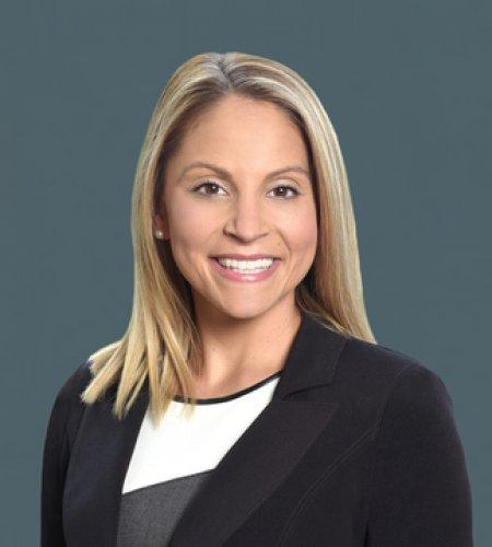 Nicole Nuzzo headshot