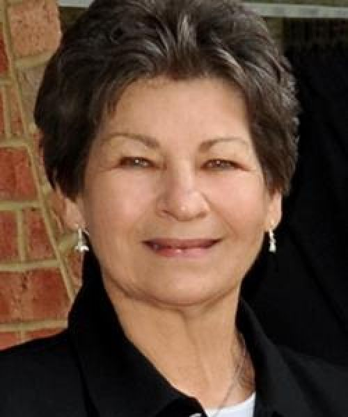 Headshot for Elaine Bednarz