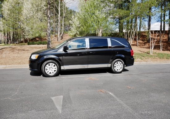 Dodge Grand Caravan w/ Deluxe Chrome