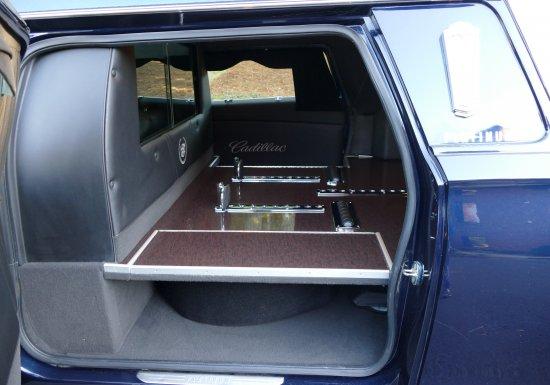 Platinum Phoenix Cadillac Hearse E9500609