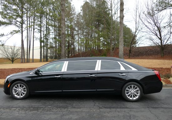 2016 EAGLE 6-DOOR LIMO G9550279