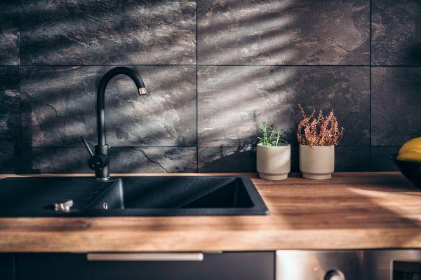 repair crack in sink