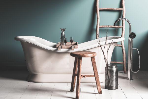 Silicone seal in a bathtub