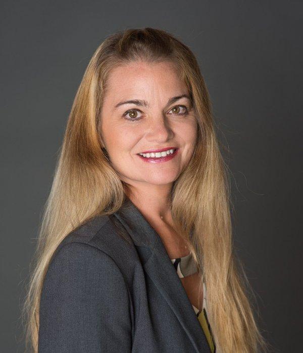 Lori Dijkhuis headshot