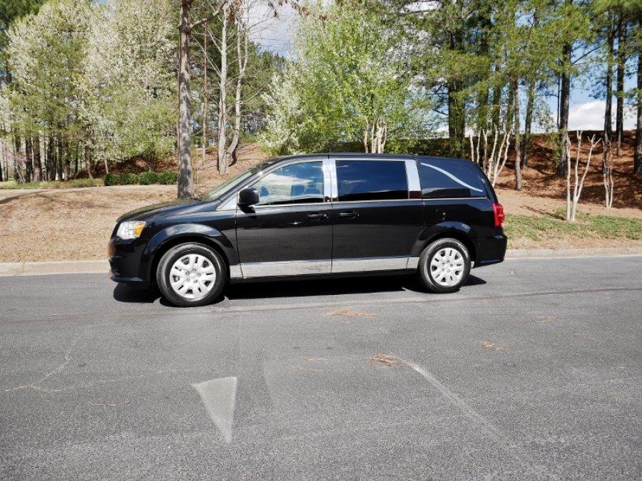 Dodge Grand Caravan w/ Deluxe Chrome