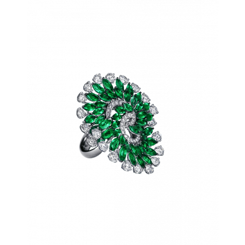 Emerald Infinia Ring