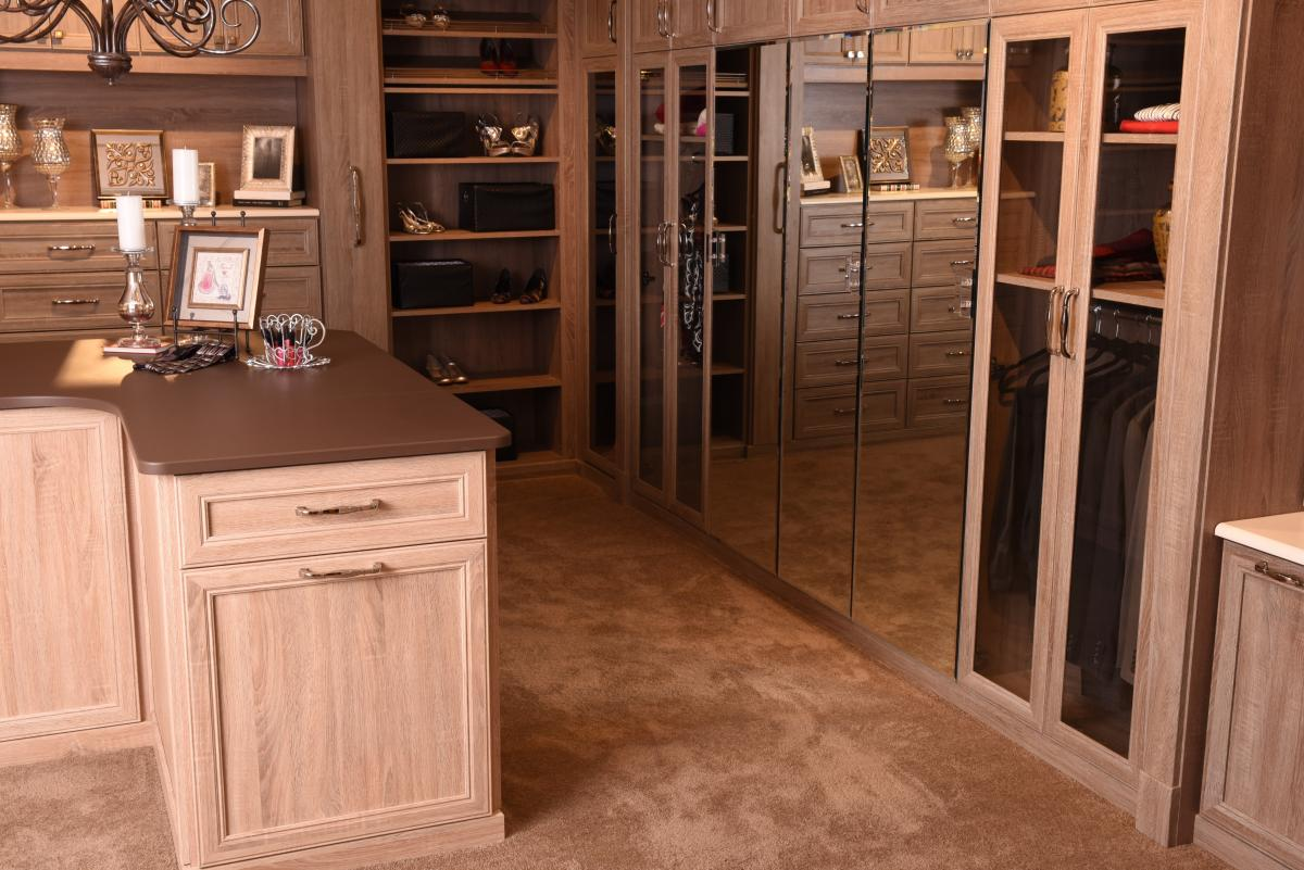 Walk-in Closet - Wood Grain Finish