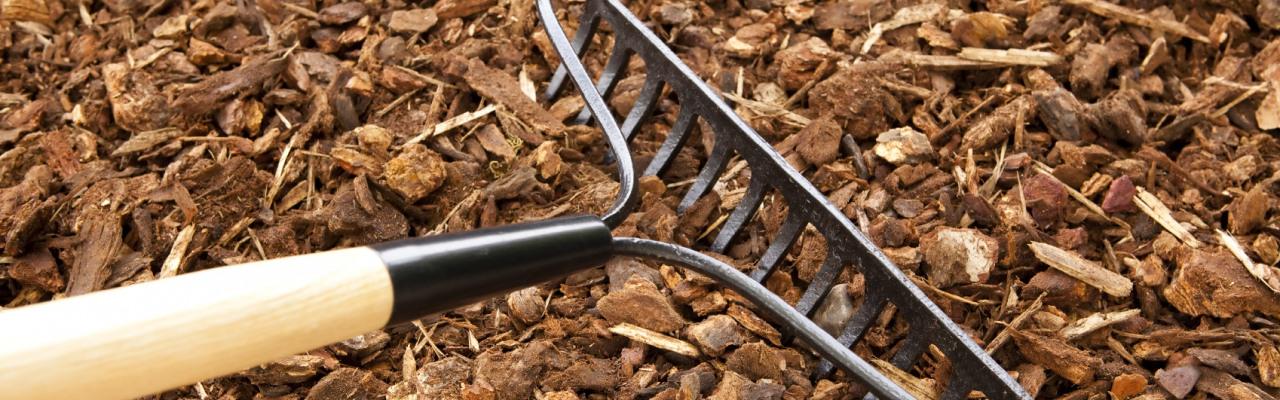 Pine Straw & Mulching