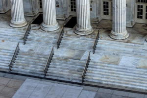 How to Purchase a Foreclosure on the Courthouse Steps