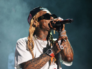 Did Heat Aggravate the Stampede at the Ll WeezyAna Festival?