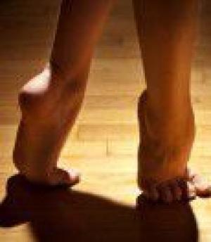injured-dancer-loves-her-job-as-a-veterinary-technician