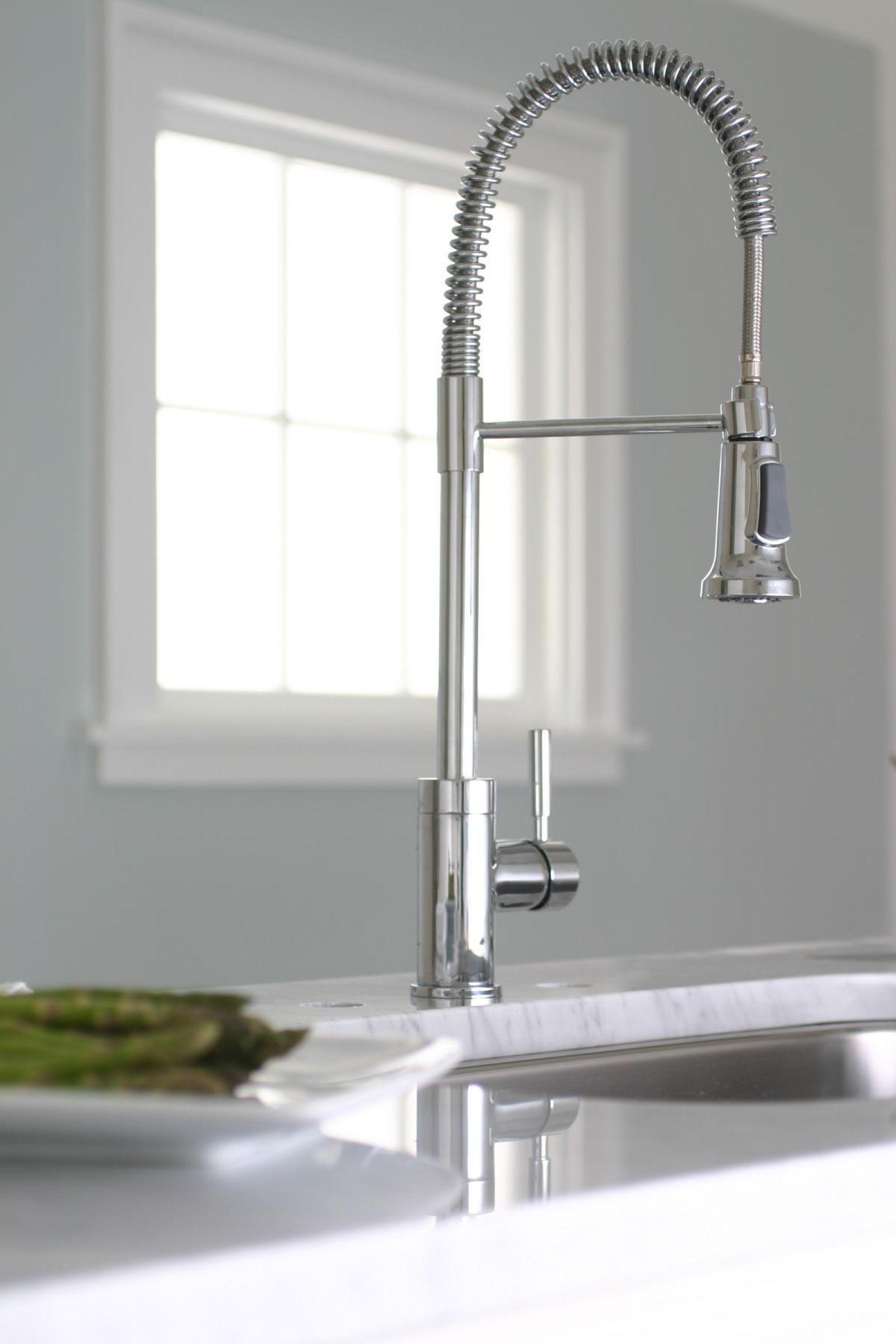 Essen Kitchen Faucet | Delta Plumbing